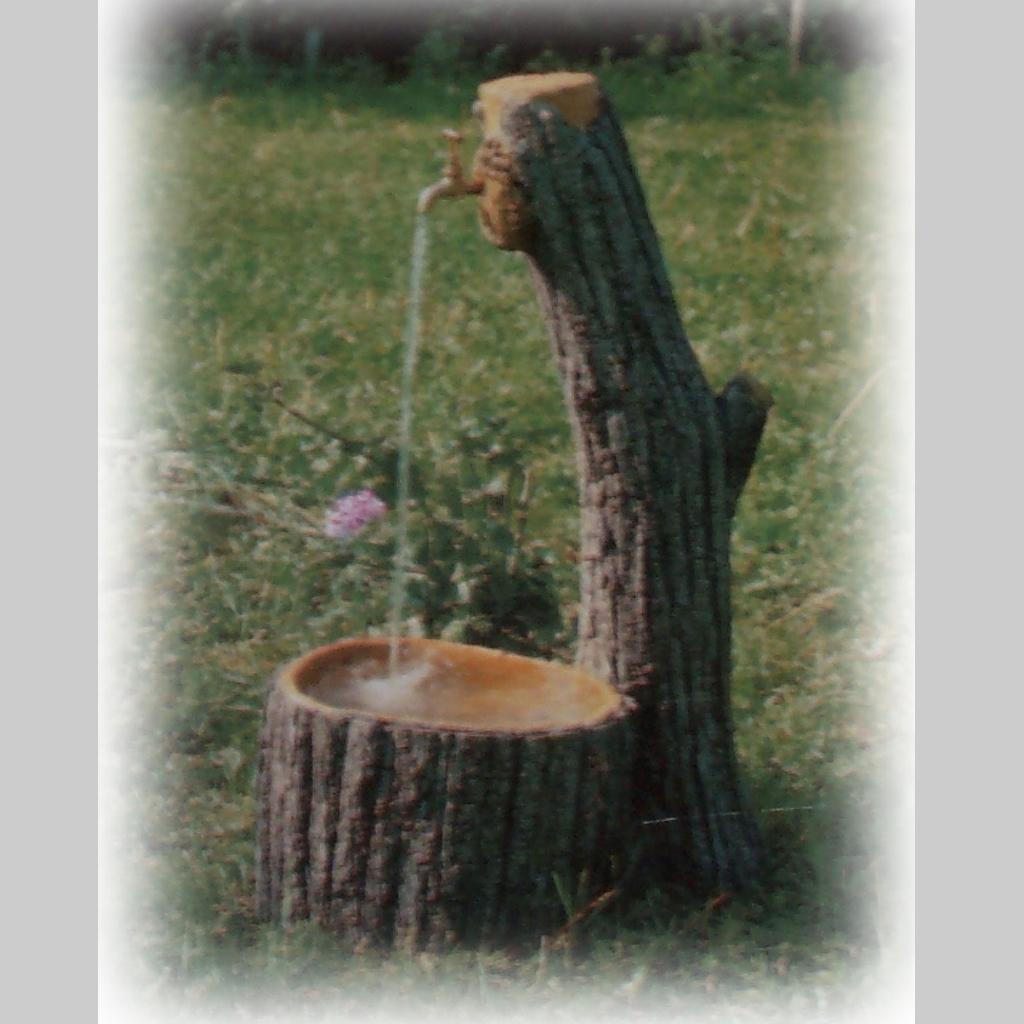 Fontana vedovella miccich architetture da giardino for Fontane in legno